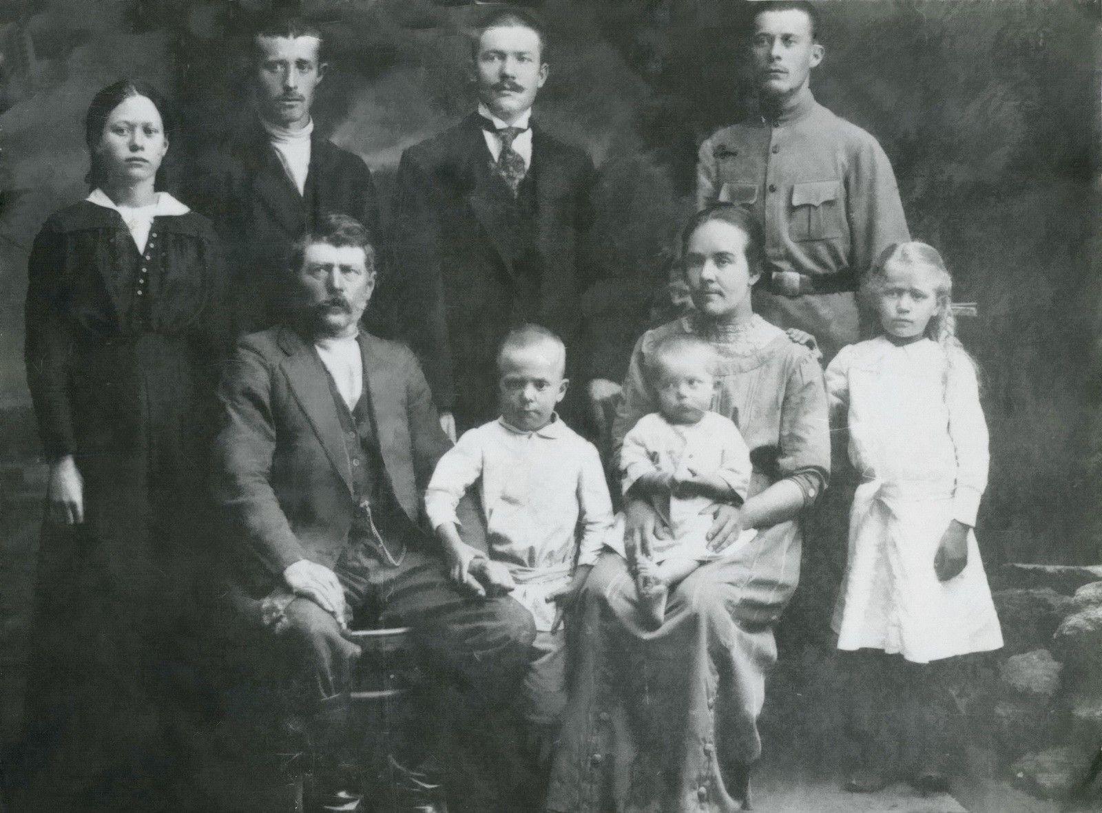 Предки Анны Герман по отцовской линии, фото сделано в начале XX века.