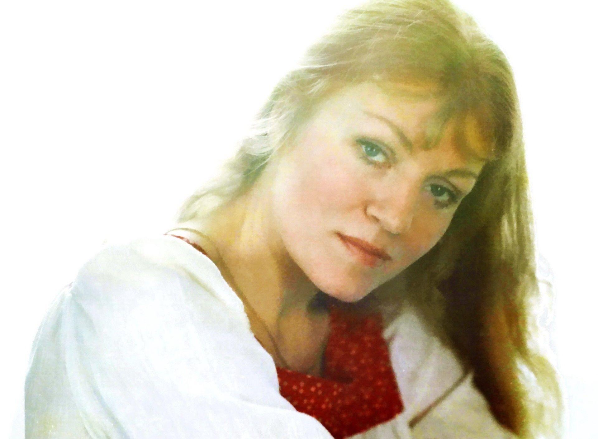 Мало известный портрет Анны Герман из архива журнала СЕНАТОР, публикуется впервые в четь 85-летия со Дня рождения певицы!