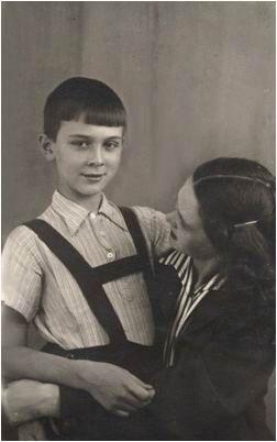 Маленький Муслим с мамой